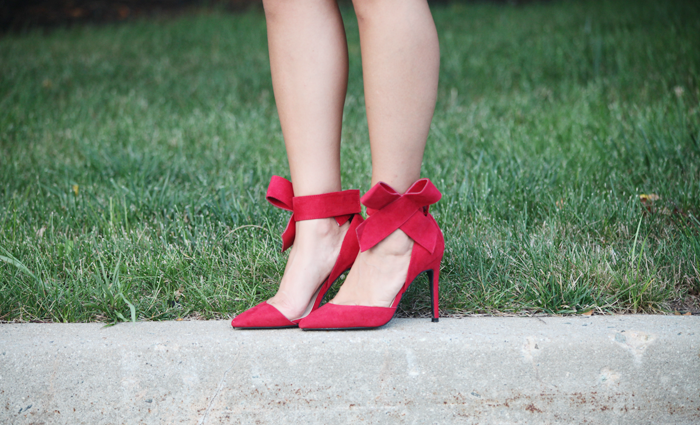 Fashion blogger, Little Tree Vintage shows us what to wear for a Summer wedding.