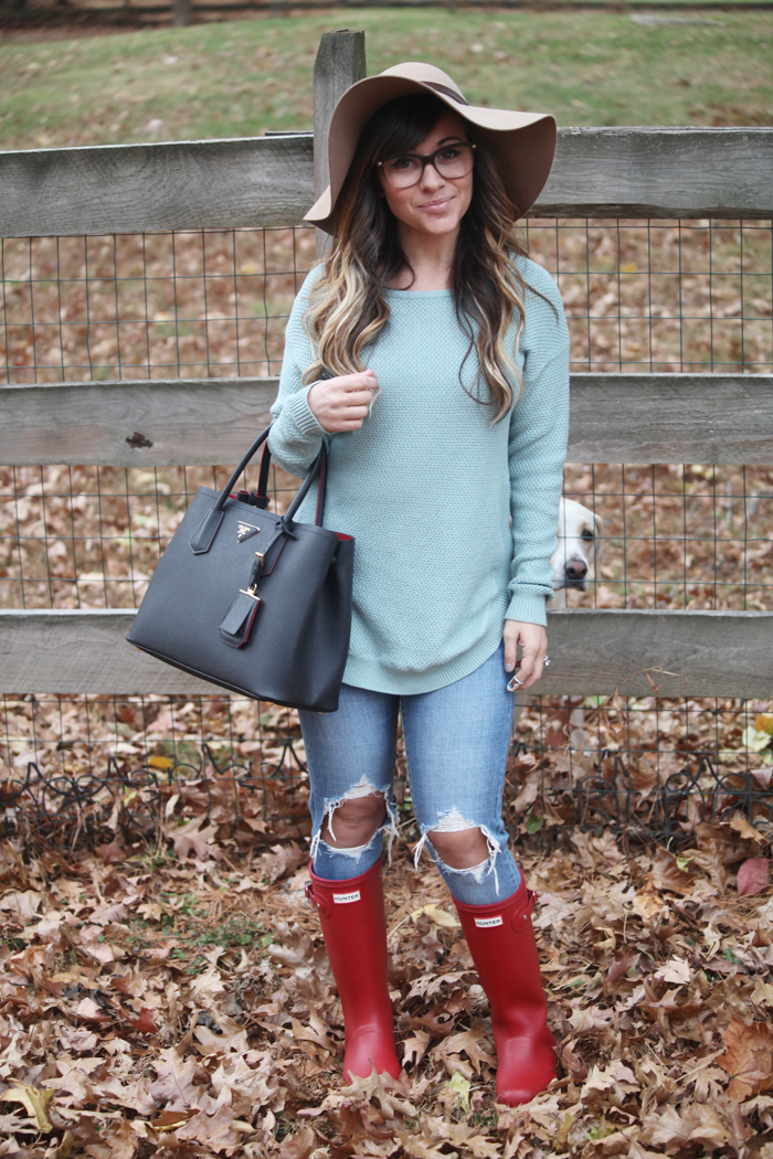 Blue jeans, soft sweaters, and red Hunter Boots. Check out how fashion, lifestyle, and beauty blogger Little Tree Vintage styles this cozy outfit for Fall and Winter.
