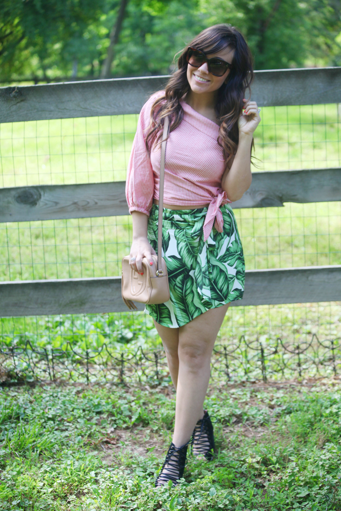 See how fashion, lifestyle, and beauty blogger Little Tree Vintage uses pattern mixing to create a beautiful Summer outfit.